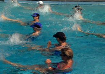 Ejercicios en piscina para la retroespondilolistesis de for Ejercicios espalda piscina